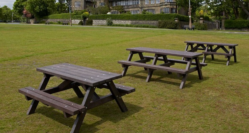 3 plastic wood park benches